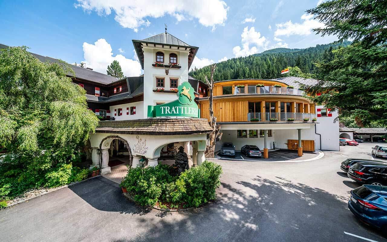 Frontansicht_Hotel_Trattlerhof&Chalets_BadKleinkirchheim